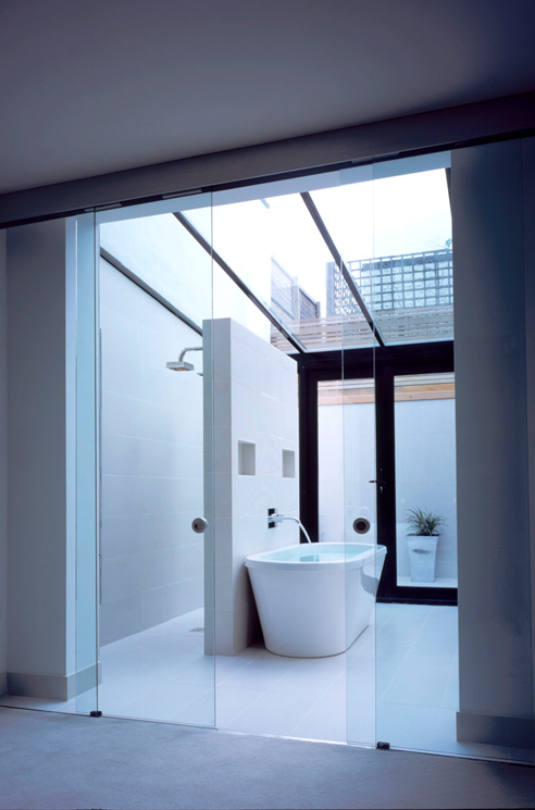 que-492x745px-queens-threatre-battersea-bathroom