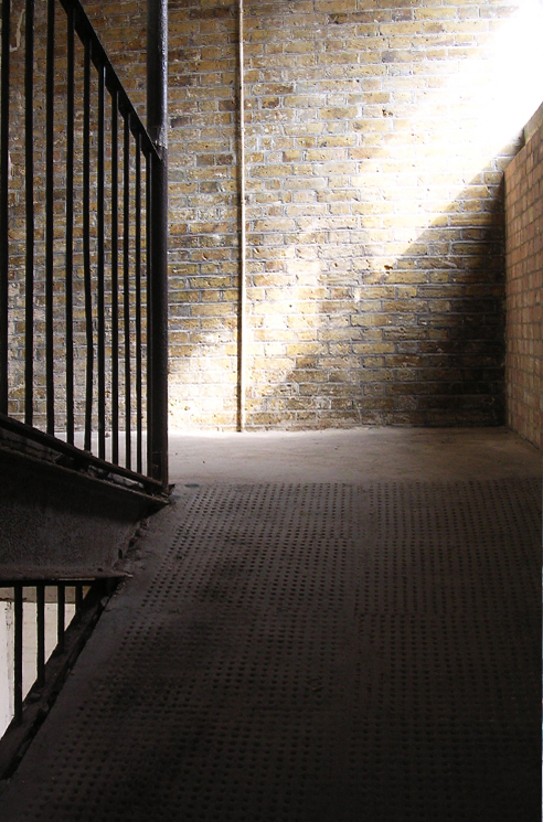 stb-492x745px-stables-shoreditch-interior-industrial