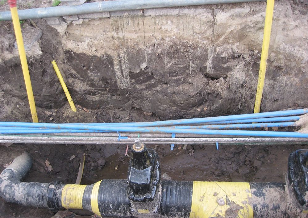 4-Pipes-in-Ground-998x749