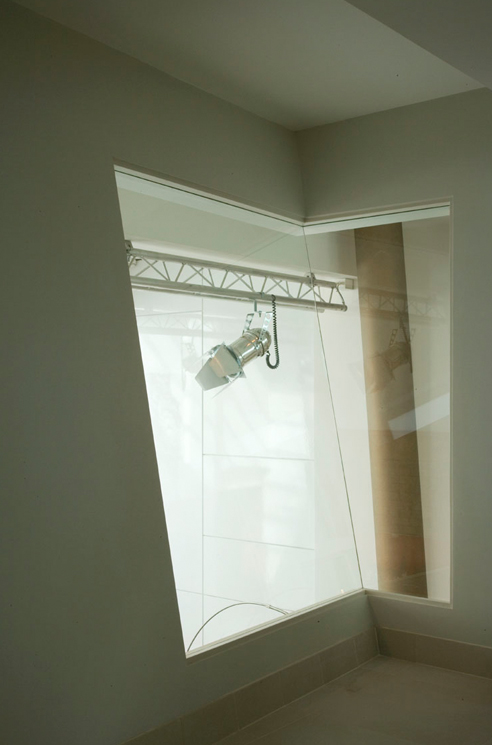 que-492x745px-queens-threatre-battersea-interior-windows